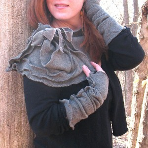 1920 x 1920 grey scarf with fingerless gloves